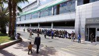 الهجرة الدولية تجلي 102 من المهاجرين الأفارقة الى بلادهم عبر مطار صنعاء