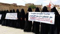 مليشيا الحوثي تمنع إدخال الدواء والملابس للمختطفين في سجونها بصنعاء