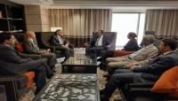 قيادة الكتلة البرلمانية للإصلاح تلتقي السفير الأمريكي لدى اليمن