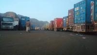 الحكومة تدين احتجاز الحوثيين 28 شاحنة إغاثية بمحافظة إب