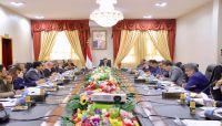 الحكومة تستعرض إجراءات صرف مرتبات الموظفين في مناطق سيطرة الانقلابيين