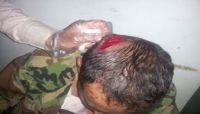 مواطنون يطردون مشرف حوثي اعتدى على مواطن في الحيمة الداخلية