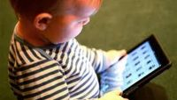 نصائح بعدم قضاء الأطفال الصغار أكثر من ساعة أمام الشاشات يومياً
