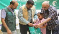 مركز الملك سلمان يدشن من عدن مشروع كسوة وهدايا العيد