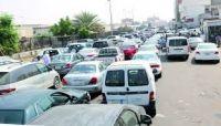 تواصل أزمة وقود خانقة بصنعاء وزيادة في أسعار المواصلات والمياه