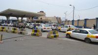 صحفي اقتصادي: إجراءات الحكومة بتنظيم سوق المشتقات أوجعت الحوثي
