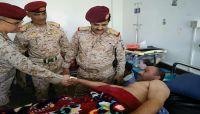 رئيس أركان العمليات المشتركة يتفقد جرحى الجيش في هيئة مستشفى مارب.