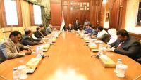 الرئيس هادي: الدولة حاضنة للجميع في إطار الثوابت والمرجعيات الثلاثاء