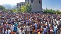 تشييع مهيب لرئيس اتحاد طلاب جامعة تعز إثر استشهاده بمواجهات مع الحوثيين