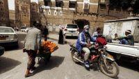 تناقص أعداد البسّاطين والباعة الجائلين بصنعاء جراء مضايقات الحوثيين