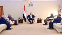 رئيس الوزراء: منع مليشيات الحوثي تدول العملة الجديدة يندرج ضمن سياسات التدمير الممنهج