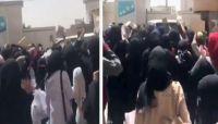 """""""المتوكل"""" يهدد طالبات جامعة العلوم والتكنولوجيا عقب تظاهرة رافضة لميليشيا الحوثي"""