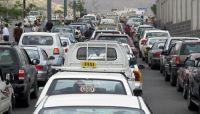 نفقات الحصول على (البترول) تضاعف من معاناة سائقي الأجرة بالعاصمة صنعاء