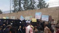"""مظاهرات نسائية """"حاشدة"""" أمام مكتب النائب العام التابع للحوثيين بصنعاء.. ما قصتها..؟"""