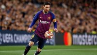 ميسي يقرر البقاء في برشلونة حتى نهاية عقده