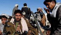 (حصري بالفيديو) قيادي حوثي يسطو بقوة السلاح على أراض ٍ لمواطنين شمال صنعاء