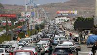 """احتقان في صنعاء.. أزمة المشتقات """"تتفاقم"""" ومحسوبية حوثية في محطة تعبئة خصصت للنساء"""