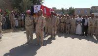 """قتل تحت التعذيب في سجون """"الحوثي"""" .. تشييع رسمي وشعبي مهيب للشهيد العميد """"سكان"""" بمأرب"""