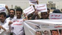 دعت لإسقاط أوامر الإعدام.. كيانات حقوقية دولية ومحلية تجدد رفض محاكمة المليشيات لصحفيين مختطفين