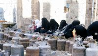 """الغاز المنزلي سلاح تحشيد للمليشيا ودائرة صافر بمأرب تفند """"أكاذيب"""" الحوثي بالأرقام"""