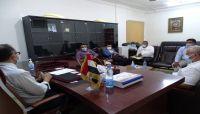 وزير الصحة يكشف موعد توزيع لقاحات كورونا إلى المحافظات