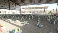 ملتقى أبناء حزم العدين يدشن مشروعه الرمضاني بتوزيع 200 سلة غذائية للنازحين بمارب