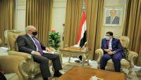 وزير الخارجية يناقش مع المبعوثين الأمريكي والأممي التطورات على الساحة اليمنية