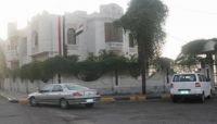 مسلحون يتبعون الانتقالي يستولون على مبنى وكالة سبأ الحكومية في عدن
