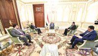 الرئيس هادي يؤكد على ضرورة توحيد الجهود بين كافة مؤسسات الدولة