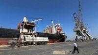حركة تفريغ سفن الوقود والحبوب في ميناء الحديدة تكشف زيف ادعاءات مليشيا الحوثي